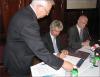 Nagy Miklós (NIIF Intézet), Dr. Baja Ferenc (MEH), Dr. Manherz Károly (OKM) aláírnak