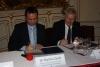 dr. Nyitari Zsolt NFM helyettes államtitkár és Nagy Miklós NIIFI igazgató emléklap aláírása